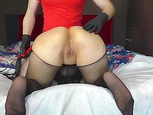 mature cougar enjoys spanking and rectal sex